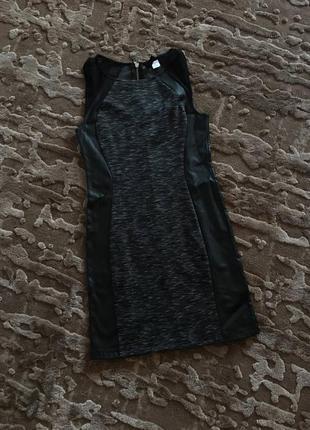 Крутое короткое платье с кожанными вставками divided h&m