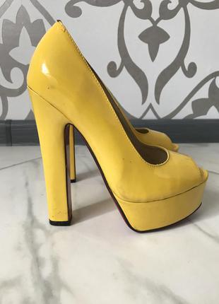 ... Туфли christian louboutin желтые лодочки на каблуке актуально3 ... b3dfb61297a6e