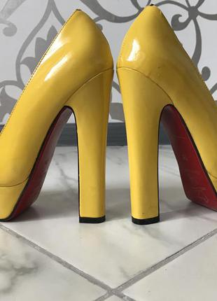 ... Туфли christian louboutin желтые лодочки на каблуке актуально4 ... 82888da8ea708