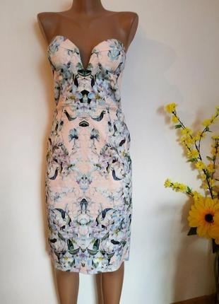 Платье-футлярс глубоким вырезом и цветочным принтом asos