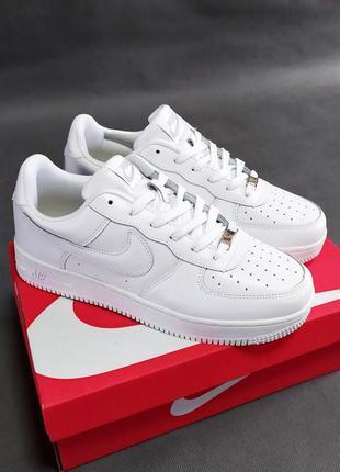 Женские кроссовки nike air force белые