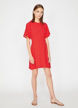 Новое, яркое, красное платье в милый горошек, кэжуал