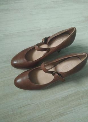 Кожаные туфли 39 размер на каблуках