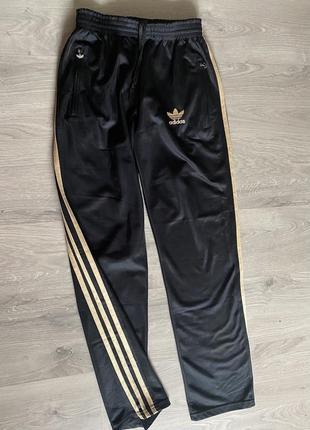 Классные спортивные брюки фирменные чёрные
