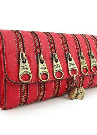 Маленькая сумка-клатч красная на плечо декорированная молниями