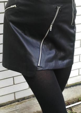 Новая,красивая ,кожаная мини- юбка декорированная замочками,laura scott оригинал