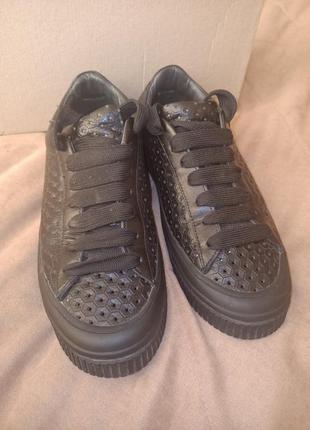 Актуальные туфли-кеды