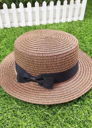 Классическая коричневая шляпа шляпка с маленькими 5см полями и чёрным бантом