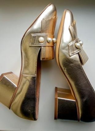 Золотые лоферы туфли на толстом каблуке с жемчугом by very