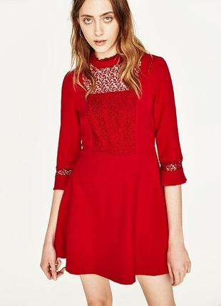 Стильное красное платье с ажурной вставкой от zara basic