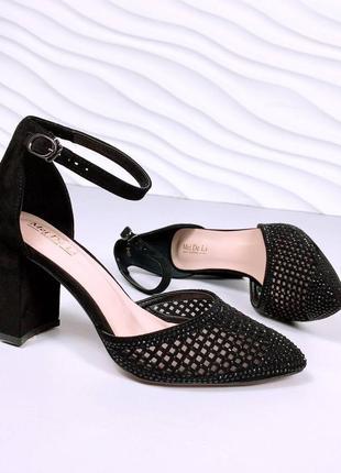 Туфли на небольшом каблучке перфорация черные