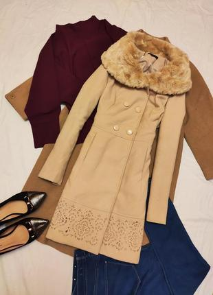 Бежевое пальто мохито с мехом и узором с карманами миди мохито