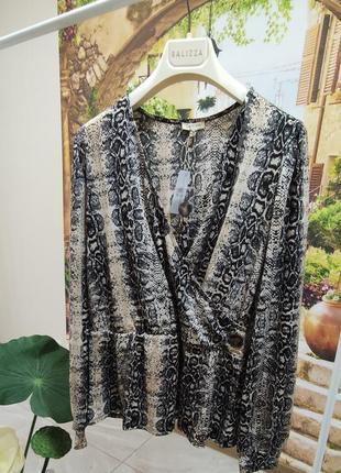 Супер классная блузка с актуальным принтом