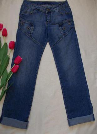 Стильные джинсы с присобраными карманами . размер 28 - 30