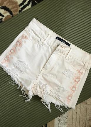 Белые джинсовые шорты hollister