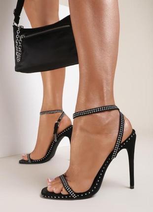 Босоножки на шпильке / каблуке