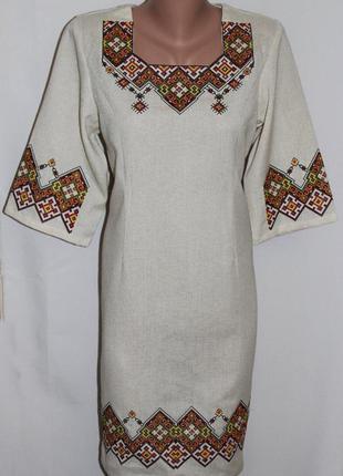 Льняное платье с вышивкой.