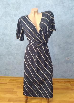 Стильное трендовое платье миди в полоску на запах с поясом