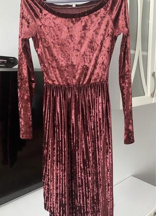 Сукня велюрова міді