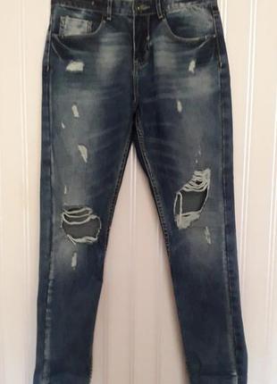 Стильные синие джинсы бойфренды