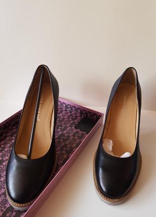 Классические туфли carlo pazalini. новые. оригинал. кожа. 39 размер