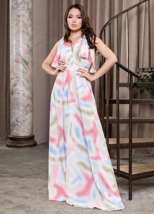 Длинное цветное платье с глубоким декольте