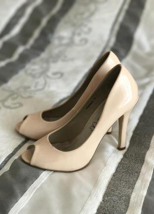 Лаковые элегантные туфли