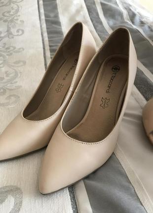Изящные туфли на каблуке