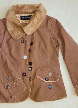 Оригинальная приталенная курточка