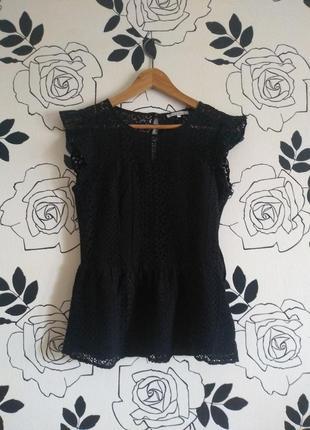 Мереживна блуза з баскою від mint and berry