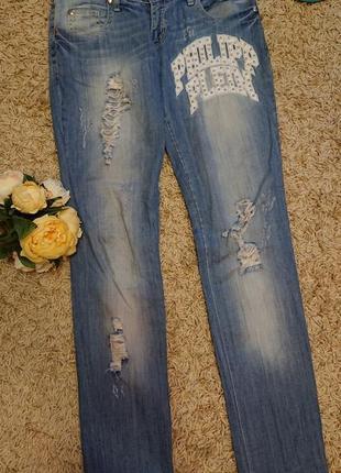 Женские летние джинсы с нашивками порватостями рваные philipp plein