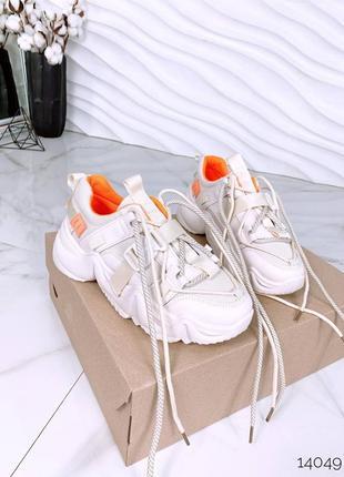 Кроссовки на массивной подошве с сеткой и карабинами. распродажа