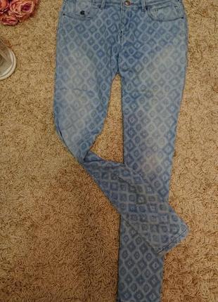 Женские светлые джинсы в рисунок качественный джинс р.28