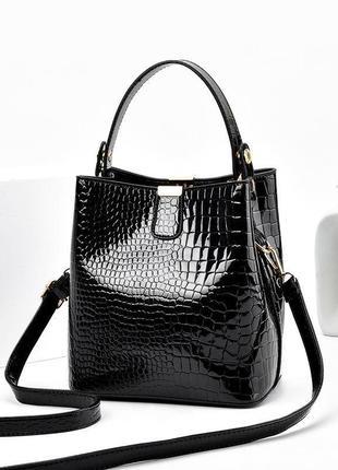Кожаная лаковая сумка