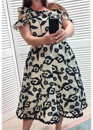Красивое выпускное пышное платье с вышивкой topshop