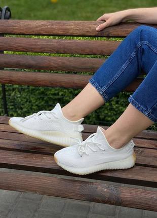 Кроссовки adidas  yeezy boost v2  (желтоватая подошва)