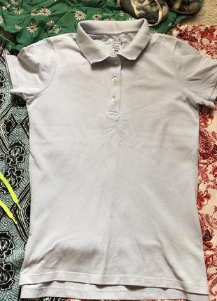 Голубое поло футболка