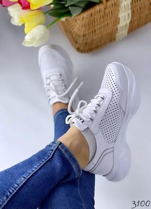 Кросівки з натуральної шкіри .