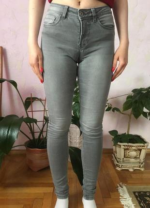Сірі скінні джинси