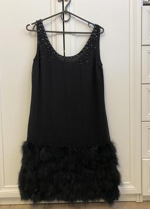 Нарядное платье с перьями размера s