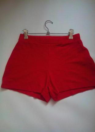 Крутые шорты насыщено красного цвета!