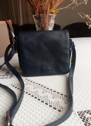 Красивая темно синяя сумка кроссбоди  фирмы marks&spencer