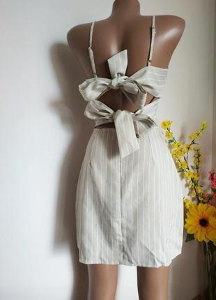 Нереальное платье с открытой спинкой и завязками на спинке
