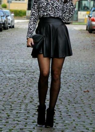 Модная кожаная юбка бренда вershka