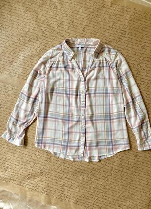 Актуальная белая нежная свободная блуза рубашка в пастельную клетку