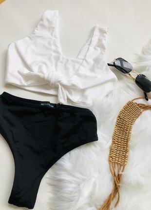 Черно-белый купальник с бикини на высокой посадке 🌸