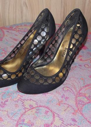 Крутые туфли с перфорацией.