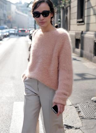 Трендовый свитер oversize пудрового цвета