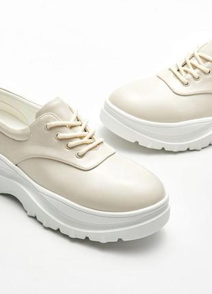 Новые фирменные туфли на толстой подошве