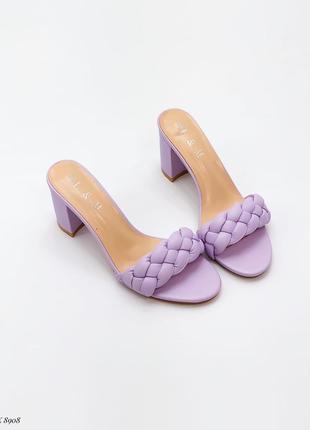 Фиолетовые нежные шлёпки на каблуке